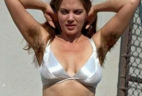 femme aisselles poilues.jpg